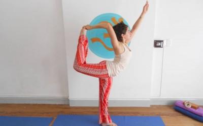 asanas-posturas-de-yoga-laescueladeyoga-2